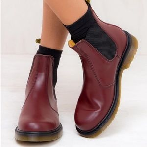 Dr. Martens 2976 ankle boots in the color Cherry Red - size 5 women's